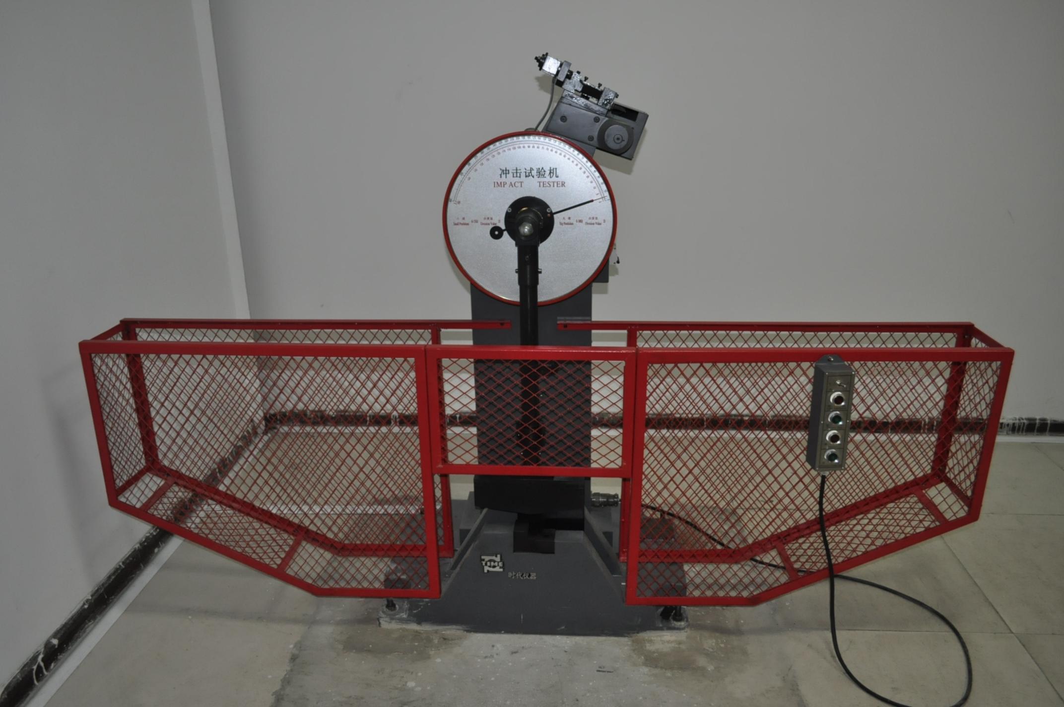 Low temperature Charpy machine